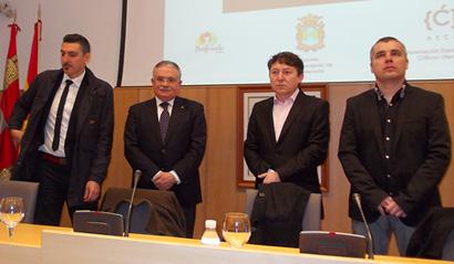 El jurado se dispone a dar a conocer los ganadores de los Premios de la Crítica 2013 / Foto BierzoDiario.com