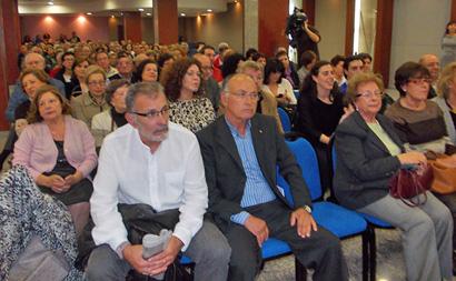 Numeroso público asistió este viernes a la presentación del libro de Luis Cerezales / Foto BierzoDiario.com