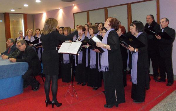 El acto contó con la actuación de la coral Solera Berciana / Foto BierzoDiario.com