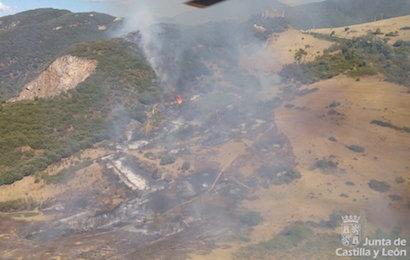 El incendio está próximo al castillo de Cornatel / @JCyL