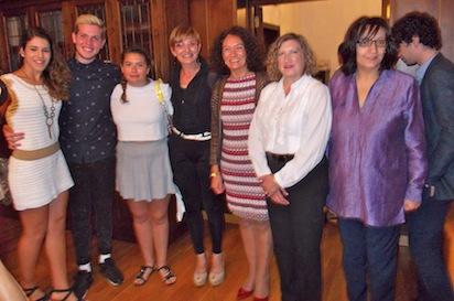 La pregonera, con sus tres hijos y varios miembros del equipo de gobierno / BierzoDiario.com