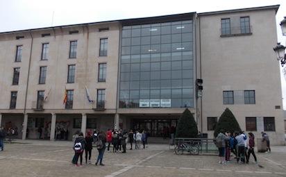 Fachada del instituto Gil y Carrasco de Ponferrada / BierzoDiario.com
