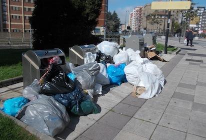 Basura acumulada en la huelga de abril de 2016 / BierzoDiario