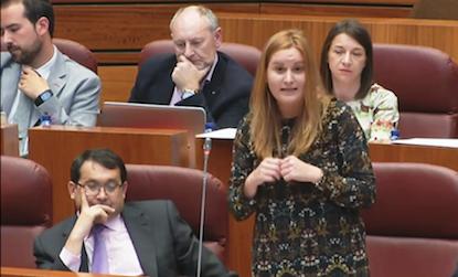 La procuradora berciana Gloria Acevedo, durante su intervención en las Cortes