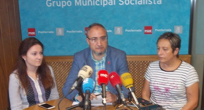 Paula Rodríguez, Olegario Ramón y Carmen Morán, concejales del PSOE / BierzoDiario
