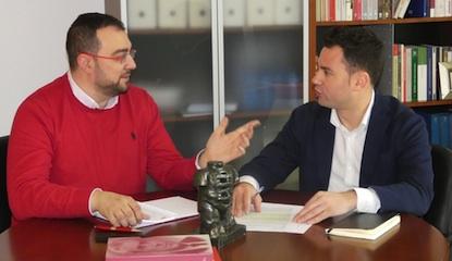Adrián Barbón y Javier Alfonso Cendón, durante la reunión celebrada en Oviedo