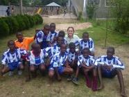 La Ponferradina lleva los colores blanquiazules a los niños del Congo