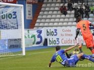 La Ponferradina salva la imbatibilidad del Toralín en un partido trepidante (4-4)